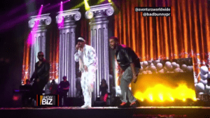 """Bad Bunny appears by surprise in concert of the group Aventura and public """"explodes"""" with emotion"""
