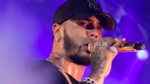 The desperate call of Anuel AA in full concert for Karol G to return with him
