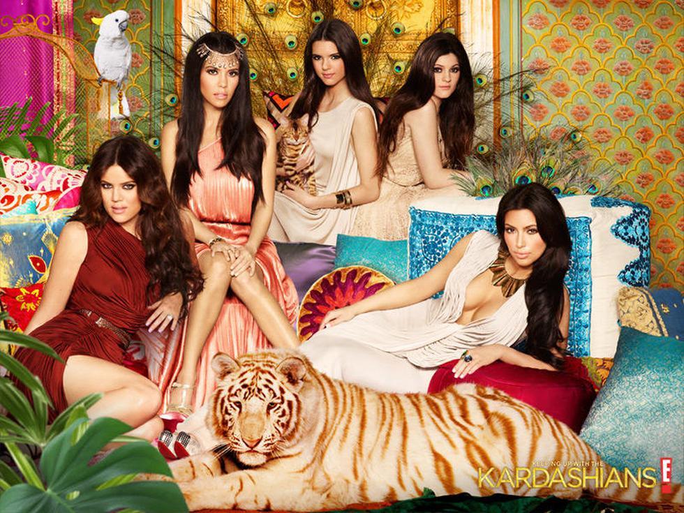 El clan Kardashian regresa para otra temporada llena de diversión, en la que todos se comprometen a pasar más tiempo de calidad juntos.