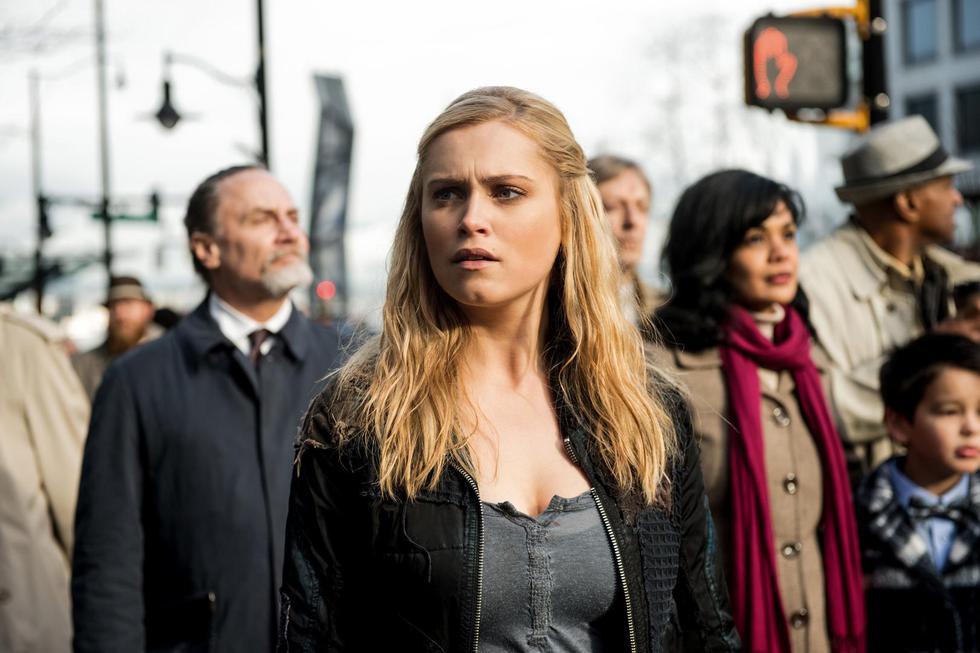 Mientras la Anomalía revela su verdadera naturaleza, grupos en guerra y nuevos peligros ponen en riesgo los esfuerzos de Clarke por sembrar la paz de una vez por todas.