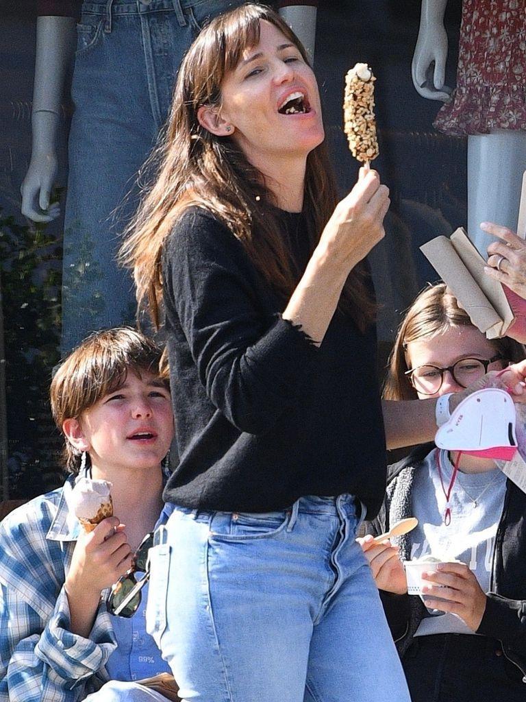 Jennifer Garner with her children, enjoying ice cream in Brentwood
