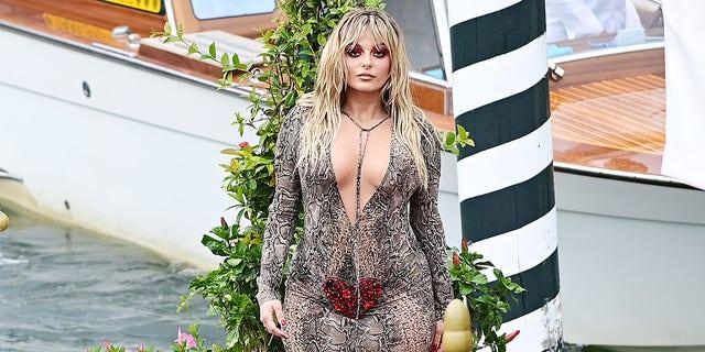 Bebe Rexha est apparue à plusieurs soirées à l'événement Dolce & Gabbana.