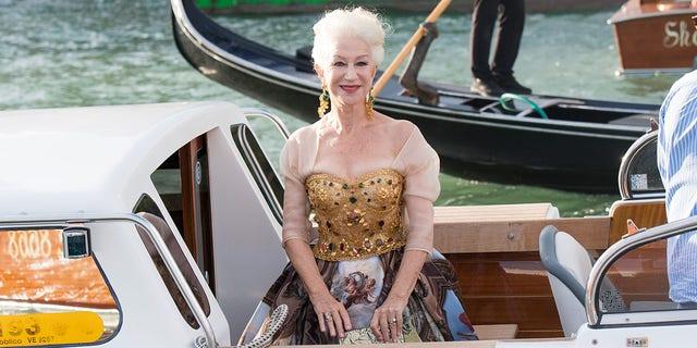 VENISE, ITALIE - 29 AOT: Helen Mirren est vue lors du spectacle Dolce & Gabbana Alta Moda le 29 août 2021 à Venise, en Italie.  ()
