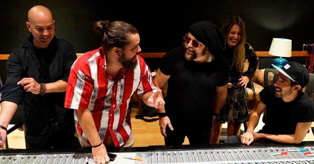 """Carlos Varela shares a fragment of his new song La Feria de los Tontos: """"I've been composing this song for more than a year"""""""