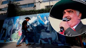 """From Texas to Guadalajara: Vicente Fernández fan travels to """"give support"""" to the hospitalized singer"""