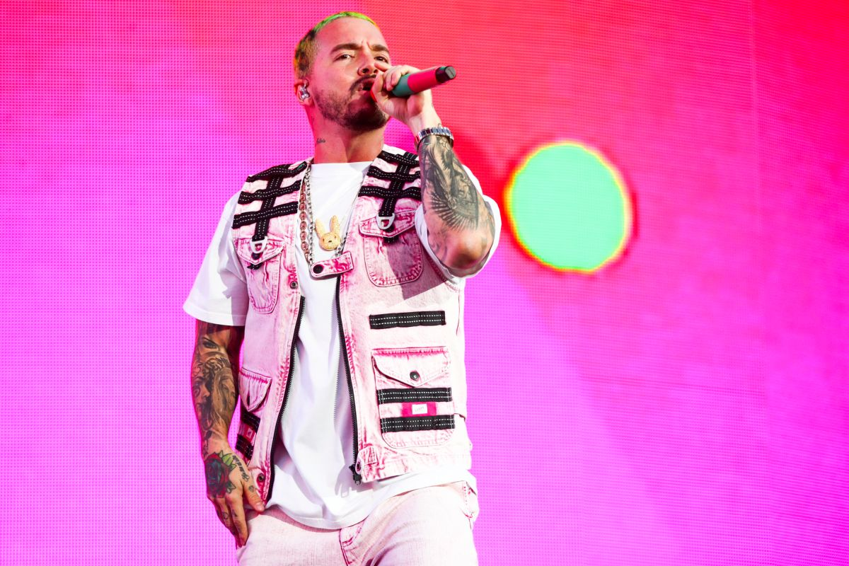 J Balvin delights his followers with mini concert on Instagram