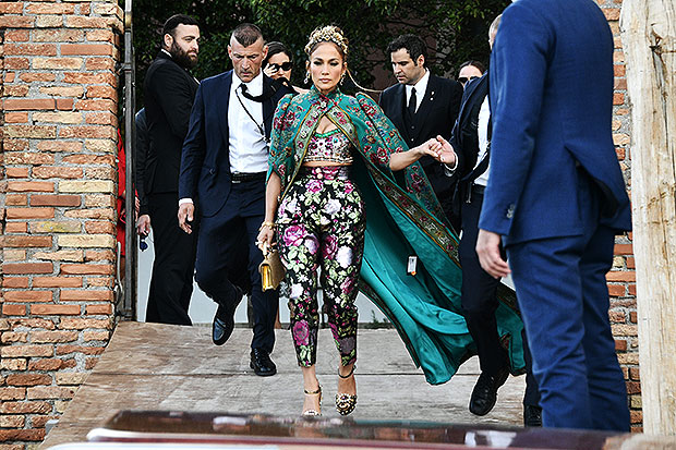 Jennifer Lopez looks more regal than ever when she arrives at D&G party in Venice - watch e! News uk