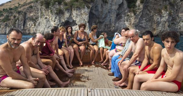 The Hand of God: first teaser of the new film by Paolo Sorrentino   Tomatazos