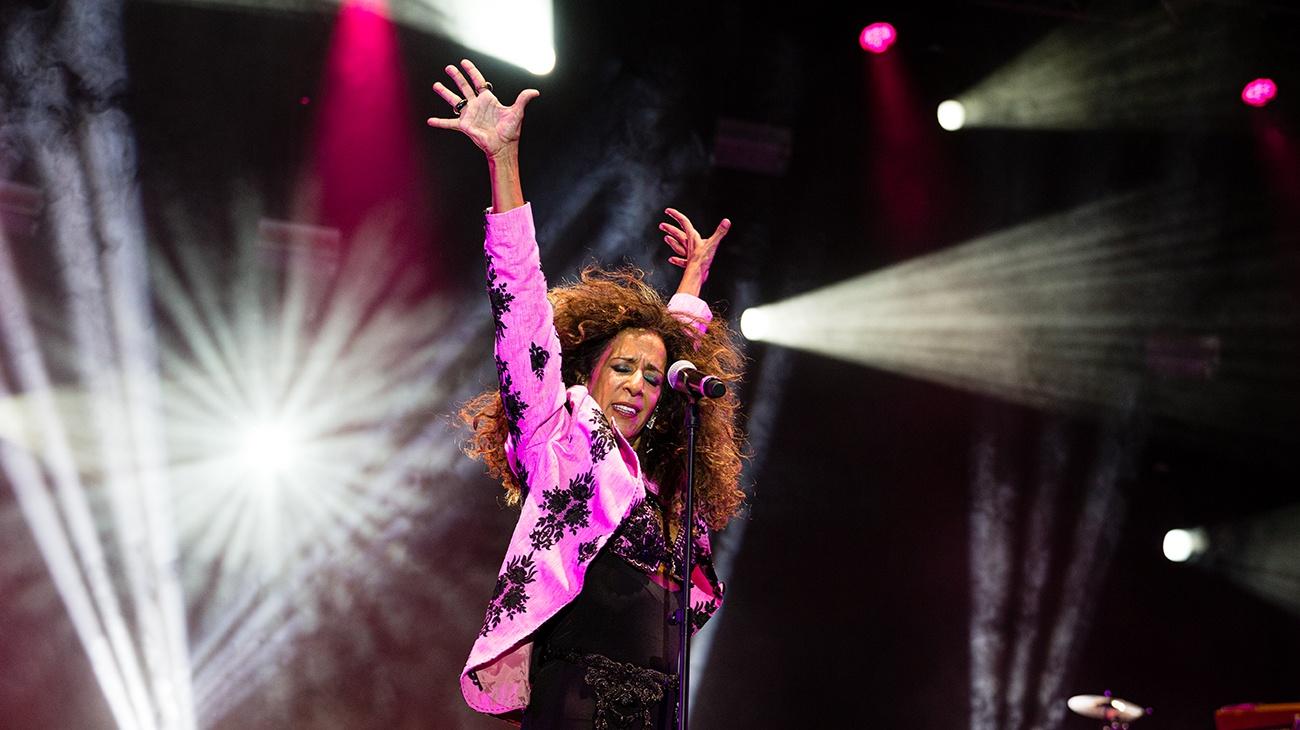The magic and flamenco duende of Rosario dazzle the public