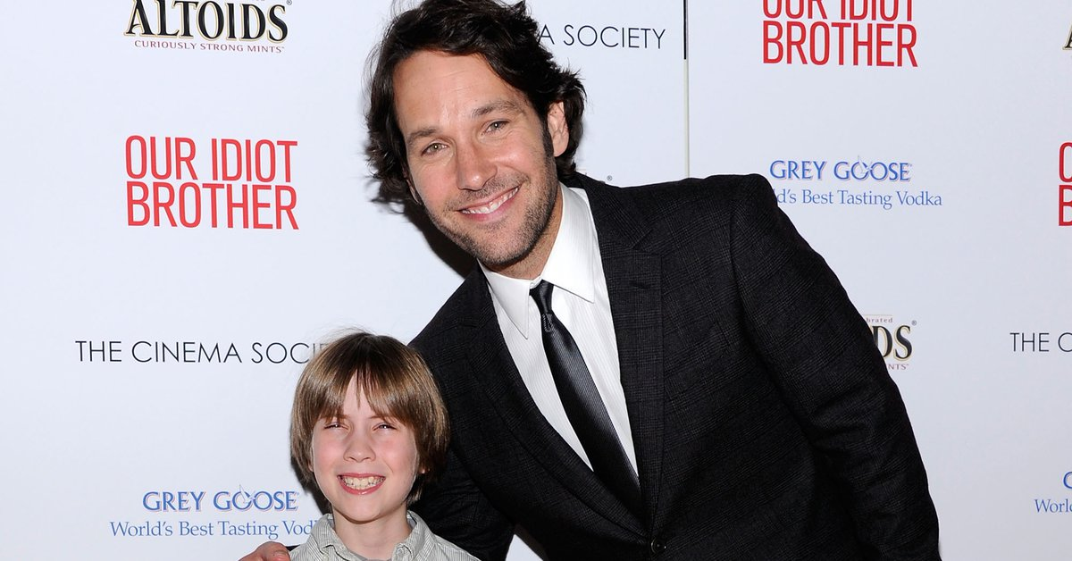 They investigate the mysterious death of child actor Matthew Mindler