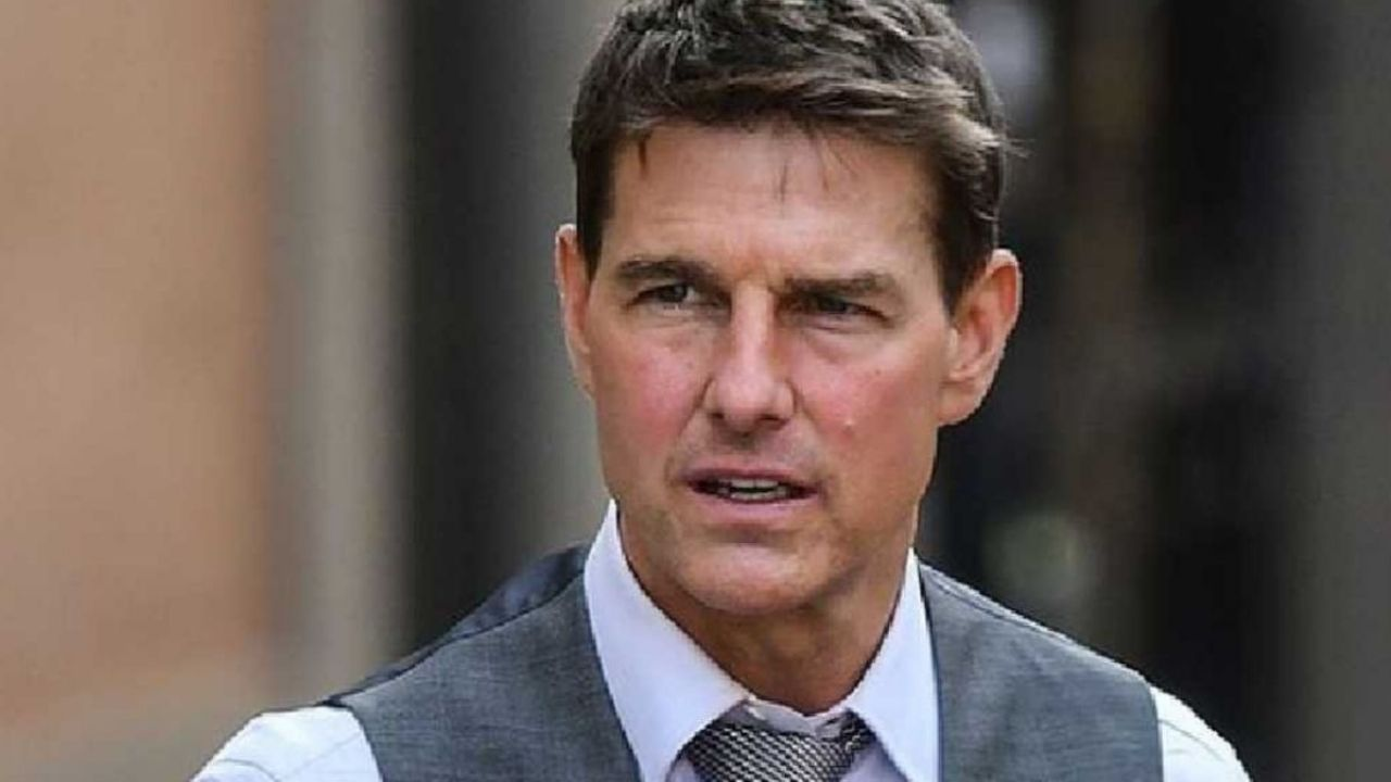Unpublished Tom Cruises personal car with his belongings is stolen