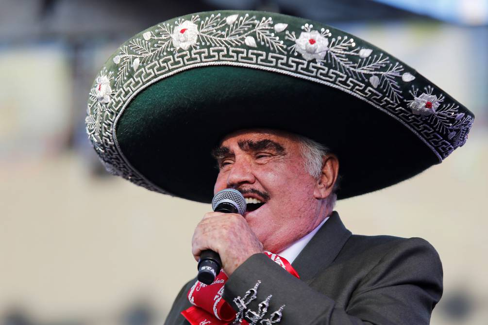 Vicente Fernández, who is still hospitalized, undergoes a tracheostomy | People | Entertainment