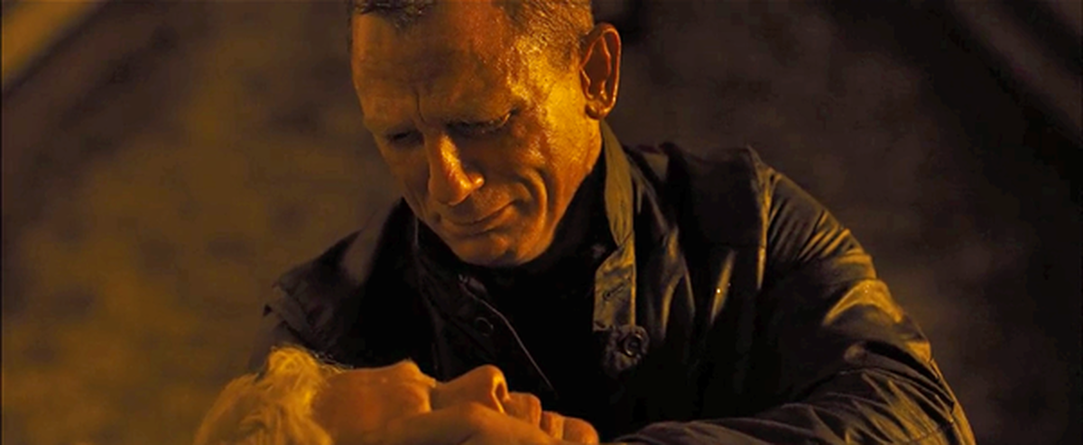 """The death of M (Judi Dench), in the arms of James Bond (Daniel Craig): a scene from """"Skyfall"""" (2012) which was very trying to shoot."""