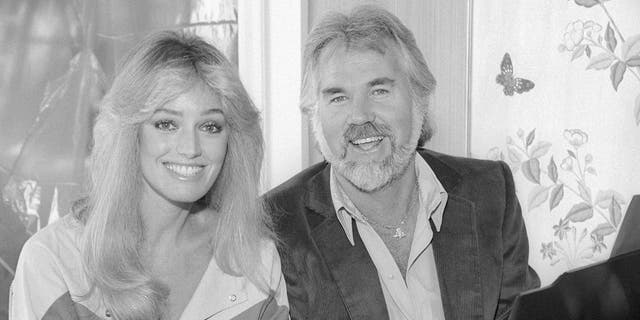 American actress and singer Susan Anton American singer, songwriter, musician, actor, record producer and entrepreneur Kenny Rogers (1938-2020) poses for a portrait circa 1987 in Los Angeles, California.
