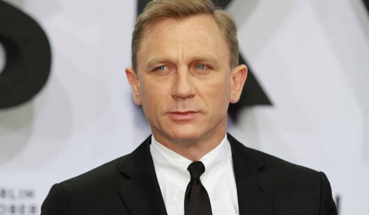 1631604833 The great help Daniel Craig received from Hugh Jackman