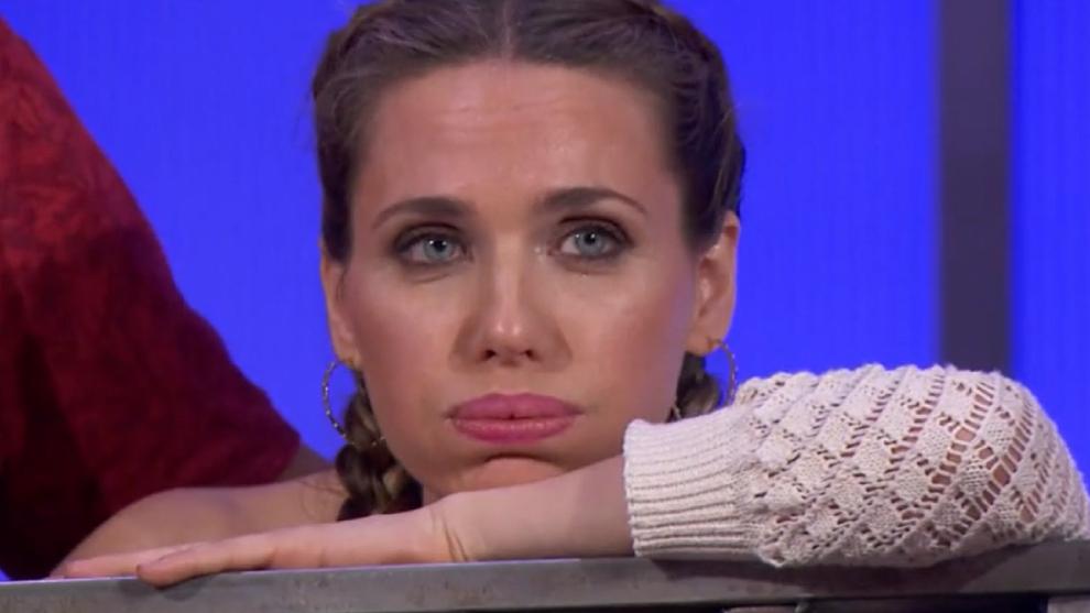 Vanesa Romero, listening to Tamara's drama on MasterChef Celebrity 6