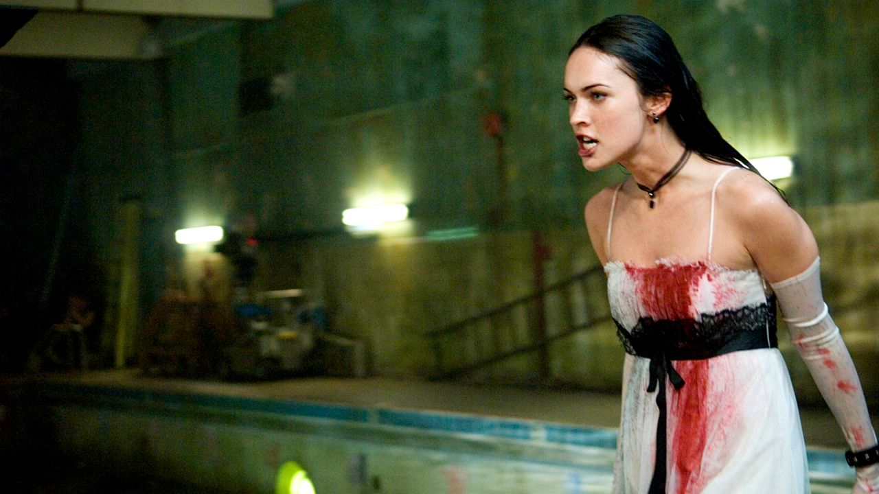 1631795078 72 Megan Fox and her dress inspired by Bram Stokers Dracula