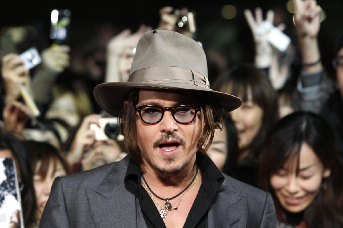 1631894011 Johnny Depp suffered the rejection of his mother who left