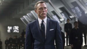 How much money does Daniel Craig have, the one responsible for extending 007's legacy into the 21st century