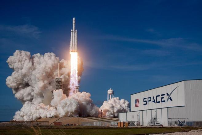 SpaceX, de Elon Musk, lanza con xito al espacio la misin 'Inspiration4' con cuatro civiles a bordo