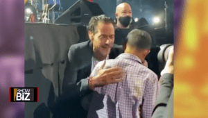Marc Anthony sings to a blind boy at his New York concert