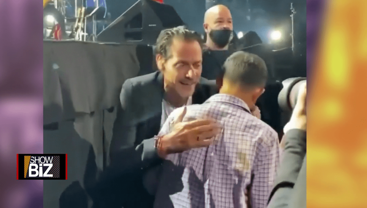 1632509177 Marc Anthony sings to a blind boy at his New