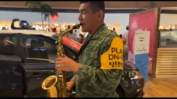 """Military surprise with a song by Juan Gabriel in a """"flashmob"""" 