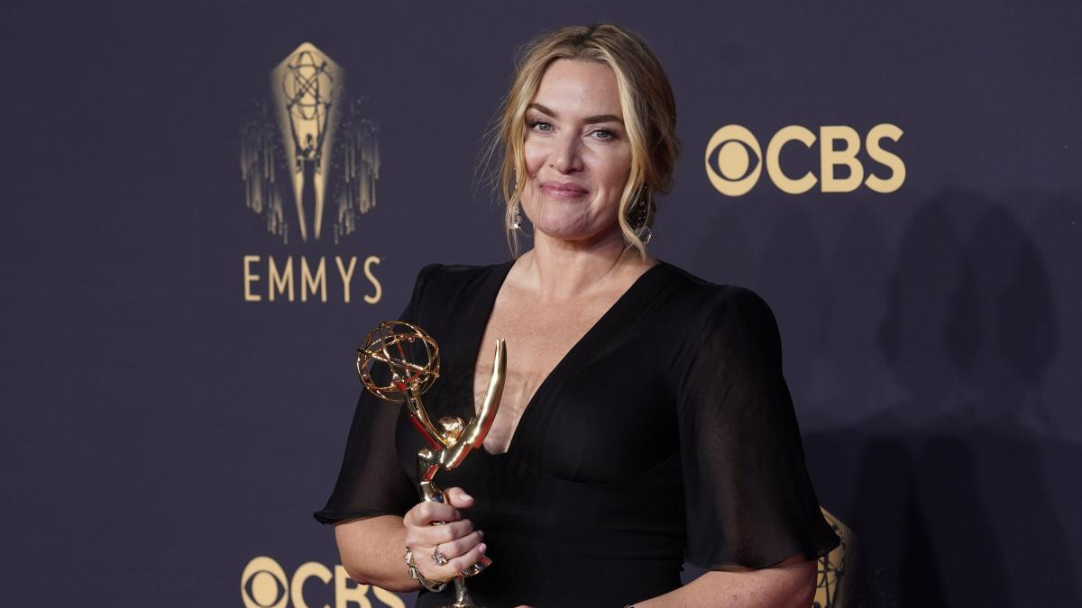 1632560339 After the success at the Emmys Kate Winslet leaves the