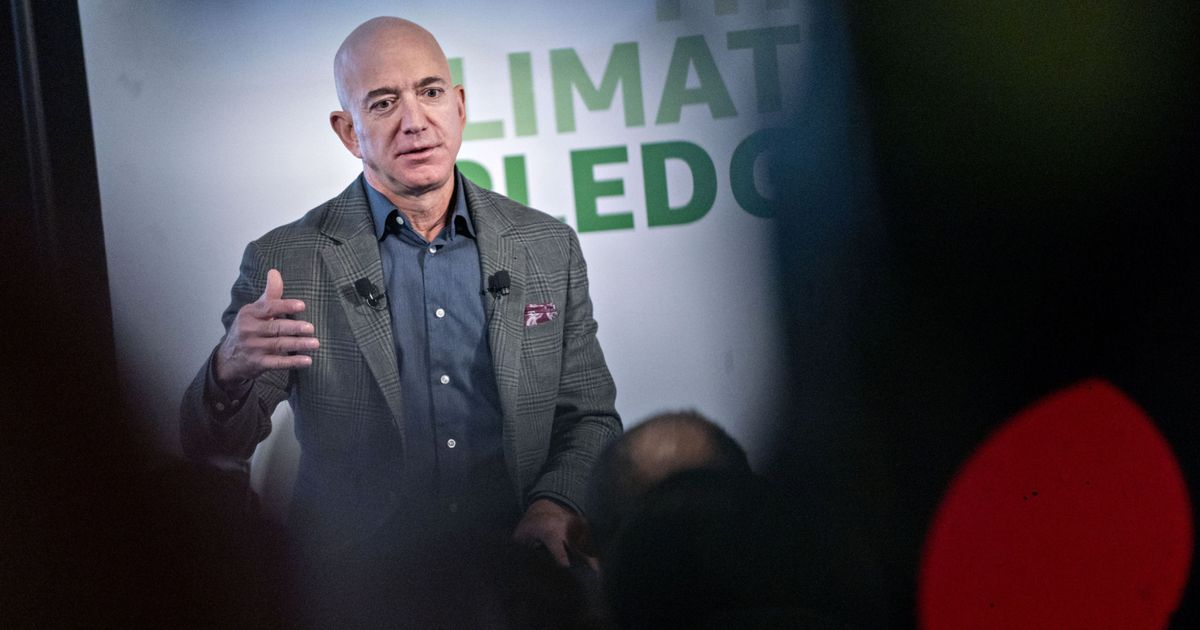 Bezos 'cleans up' complaints about Amazon and promises to donate 203.7 million dollars against climate change