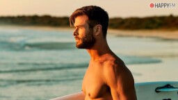 Chris Hemsworth shares unpublished images of his surfing skills