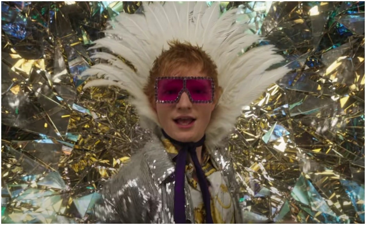 Ed Sheeran presents a colorful and dancing video with Shivers