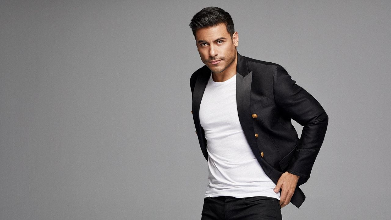How much does Carlos Rivera charge for a concert