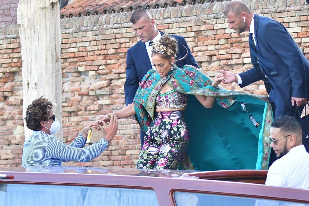 Jennifer Lopez: this incredible fashion faux pas that ruined her sublime look in Venice!