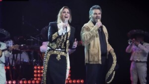 """Lucero and Mijares are much more than """"ex"""" ... they flirt throughout the concert!"""