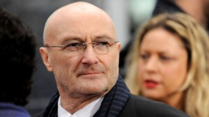 Phil Collins confesses that he no longer has the strength to hold the drumsticks due to a health problem