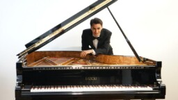 Strasnoy, Mozart and Stravinsky | This will be the concert of the Philharmonic of Buenos Aires with the pianist Tomás Alegre