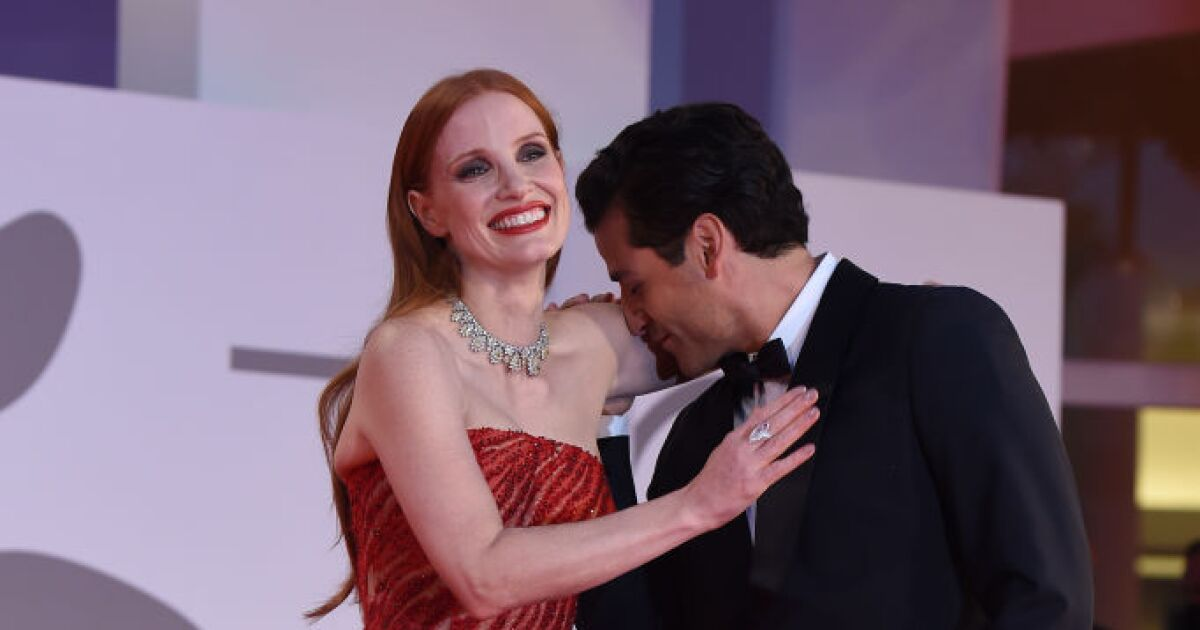 The truth behind Jessica Chastain and Oscar Isaacs hot moment