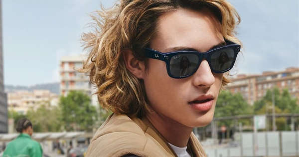 They present FB and Ray Ban smart glasses.img