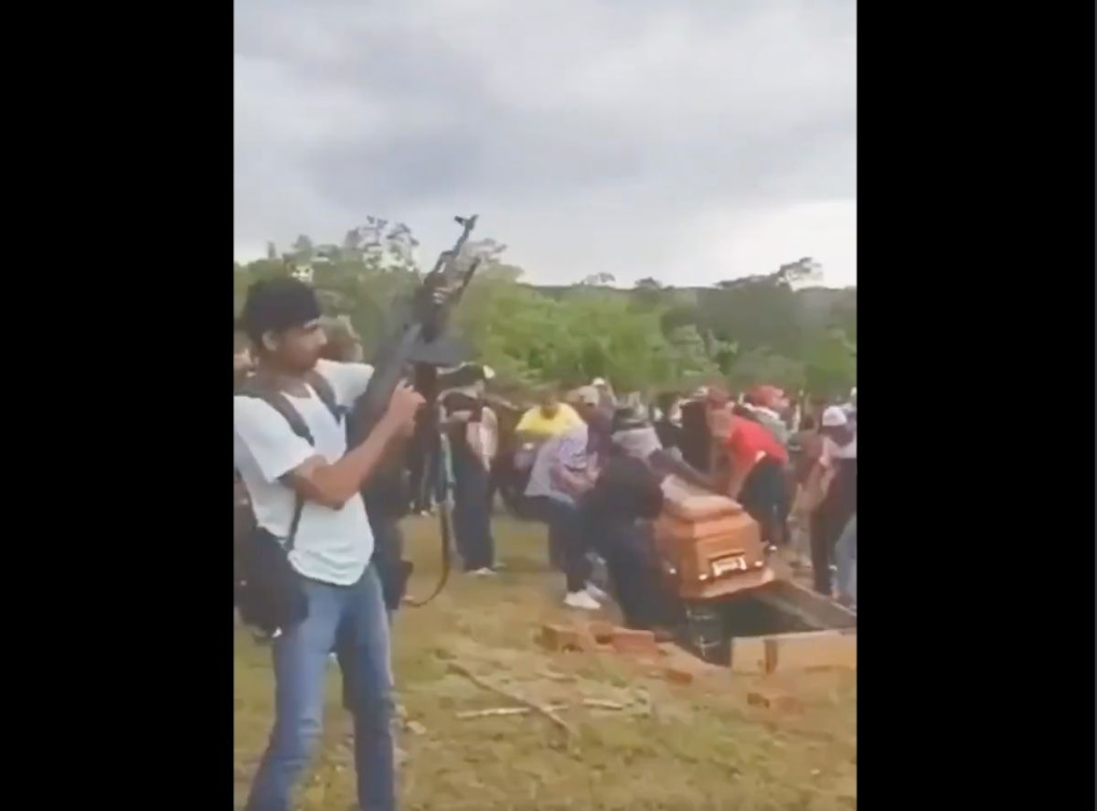 VIDEO: Funeral of Leno Vega of the Gulf Cartel, with shots and band music they fired the capo