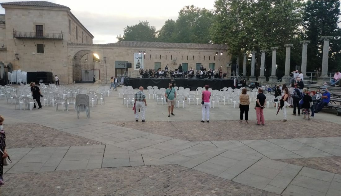 """Vox regrets the """"incompetence"""" of the City Council to organize the central concert of the September festivities"""