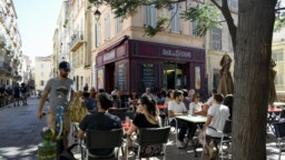 """""""When you arrive here, you tell yourself that nothing is expensive"""": Parisians are infatuated with Marseille"""