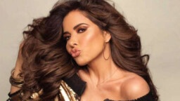 You're not alone !: Gloria Trevi's fans show their support in concert.