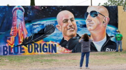 """A Former Blue Origin Employee Says She """"Wouldn't Trust"""" Jeff Bezos' Company Ships to Go to Space"""