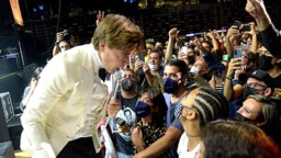 Energy exchange between The Hives and BBK Live