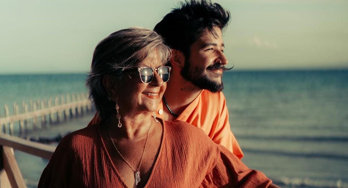 1633788108 Video Camilo Echeverrys mother danced his songs in full concert