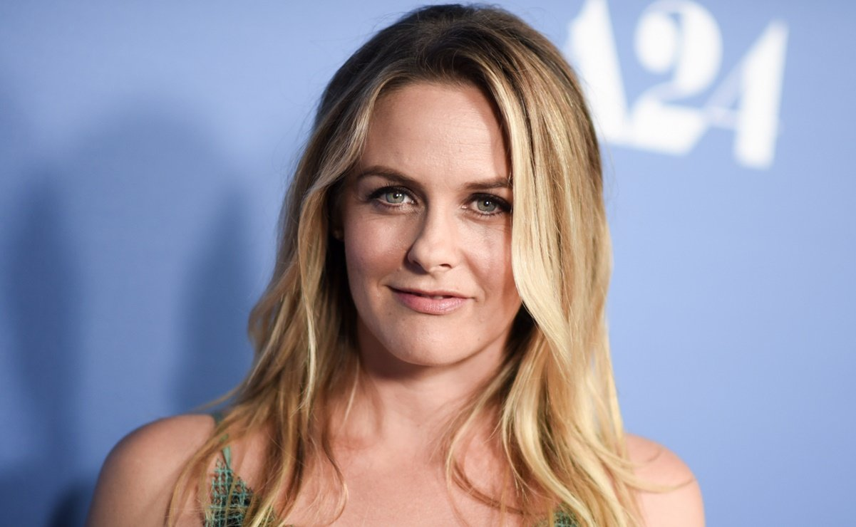 Actress Alicia Silverstone Was Disenrolled Twice From Dating App