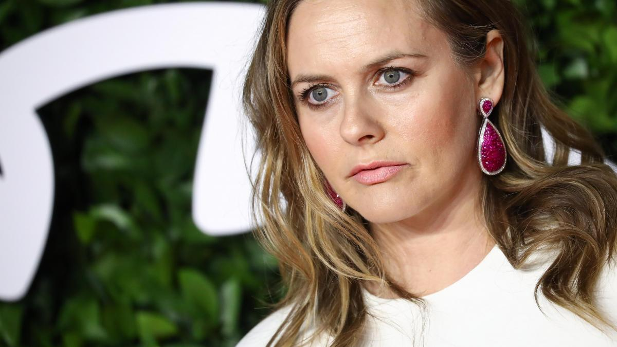Alicia Silverstone confesses she was kicked out of a dating