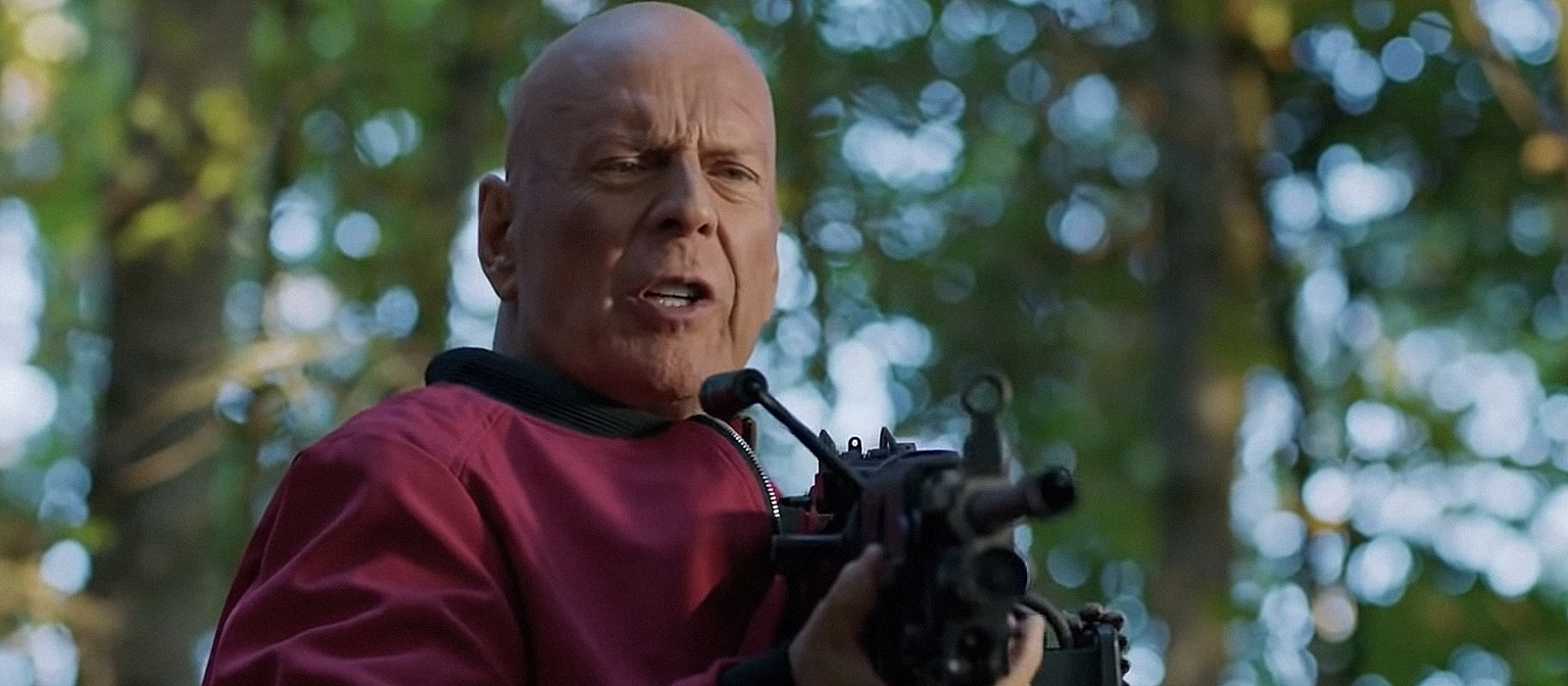 Apex Bruce Willis is hunted in the movie trailer