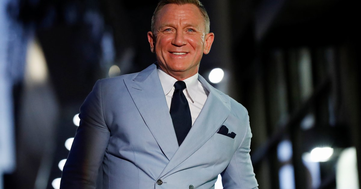 Daniel Craig admitted that he goes to gay bars and