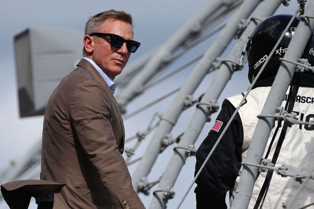 Daniel Craig ex bachelor his amazing strategy for meeting women